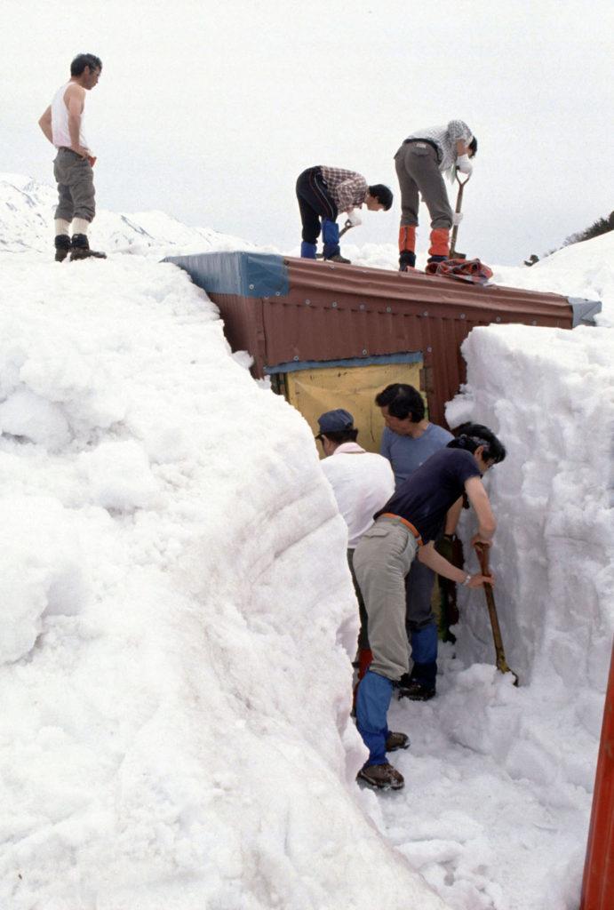 1990_栂海小屋の除雪