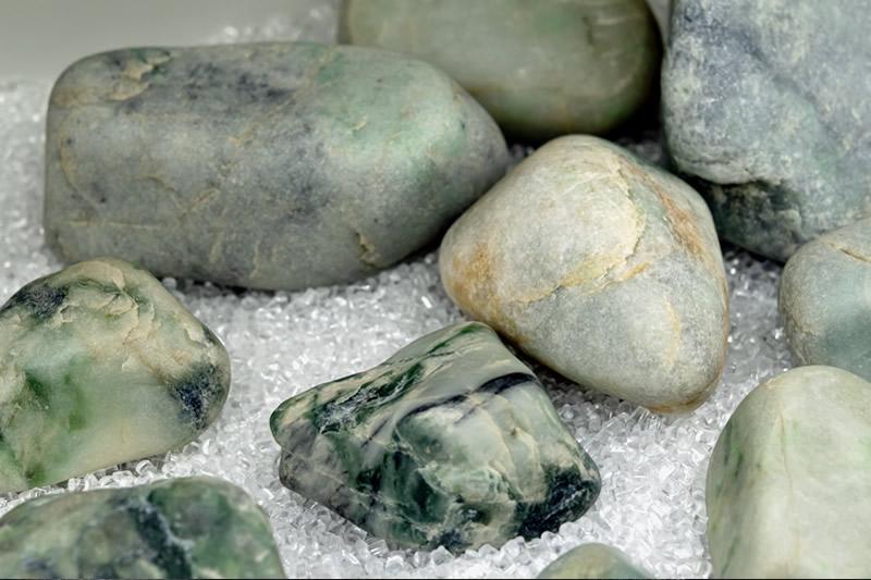 第1展示室 ヒスイ原石